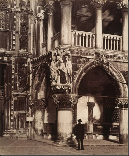 Angle_of_the_Portico_of_the_Ducal_Palace,_Venice_-_with_carving_of_'The_Judgment_of_Solomon'